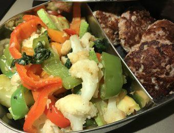 Печени кюфтенца и зеленчуци