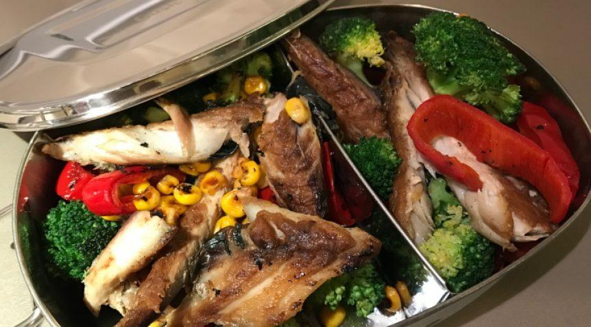 Печена скумрия със зеленчуци
